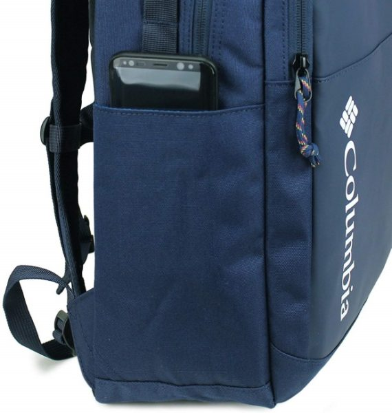 サイドポケットは500mlペットボトルや折り畳み傘の収納に便利。