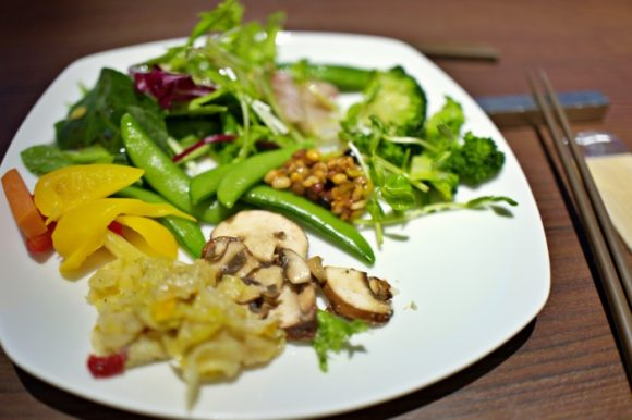 野菜の種類が豊富で皿に盛り切れない(^^;