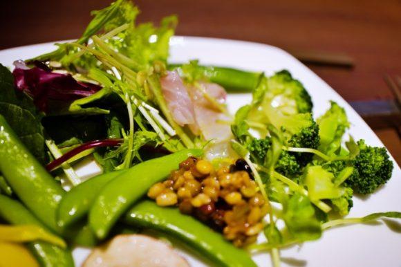 ブロッコリー、白身魚、エンドウ、雑穀etc