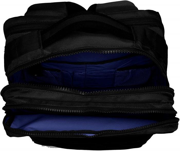 背面側の大きく開くセカンドコンパートメント内にはPCポケットとオープンポケットを装備。