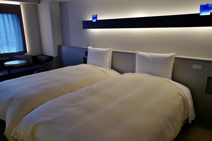 ベッドも広々。