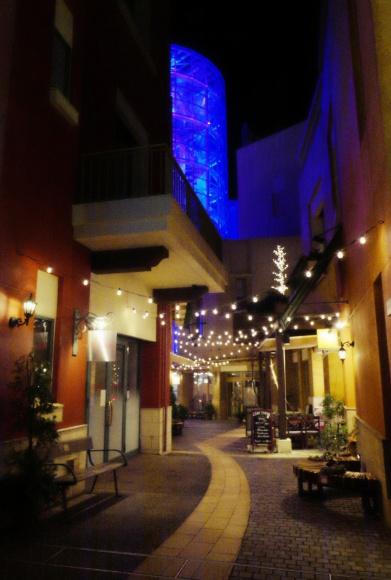 ワインやクラフトビールのお店が並ぶ。