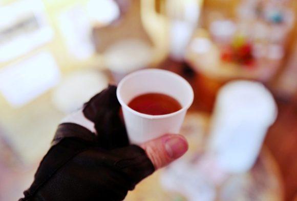 温かい明日葉茶。ふぅ~