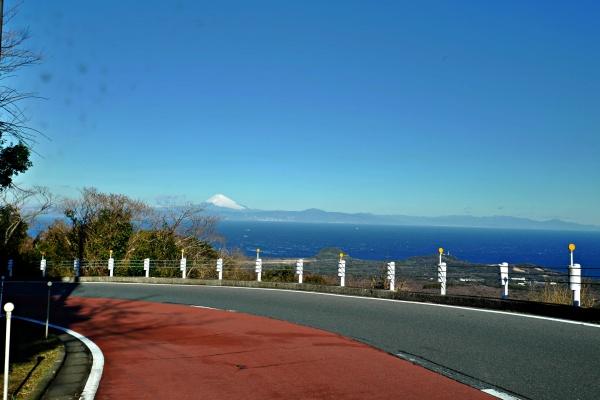 遠くには富士山。