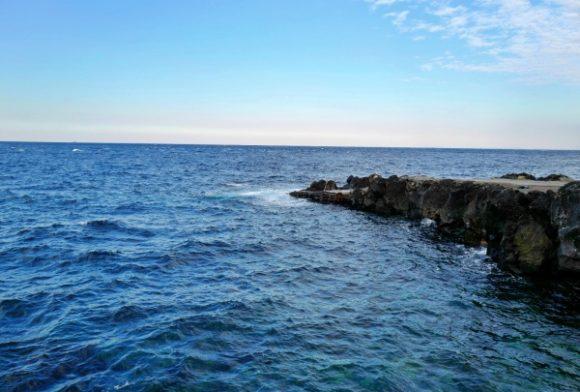 海はきれいだが、釣りはしにくい。