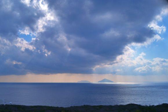 神々しい伊豆大島からの景色。絶景やん