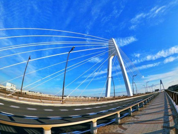 快晴の大師橋