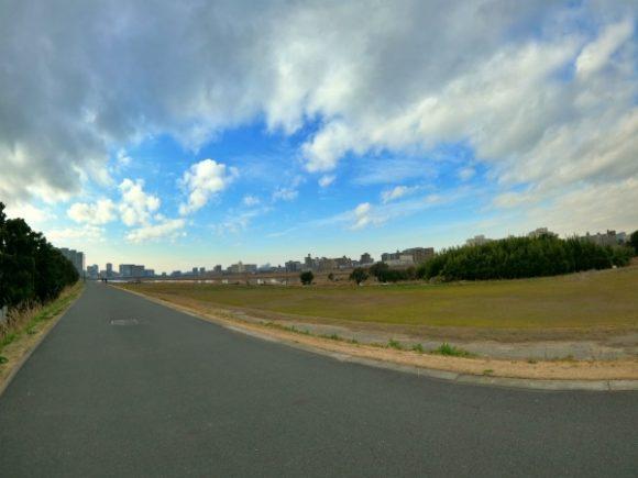 道幅が広い多摩川ランニングコース