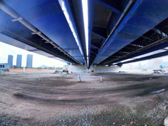 六郷橋を下から見た様子。駅伝ファンにはたまらない?