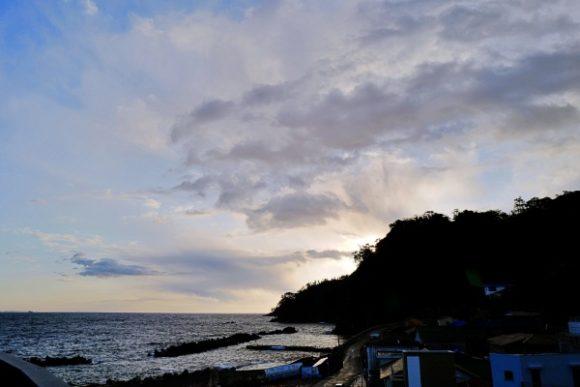 太陽は日の出浜側から登り始める。