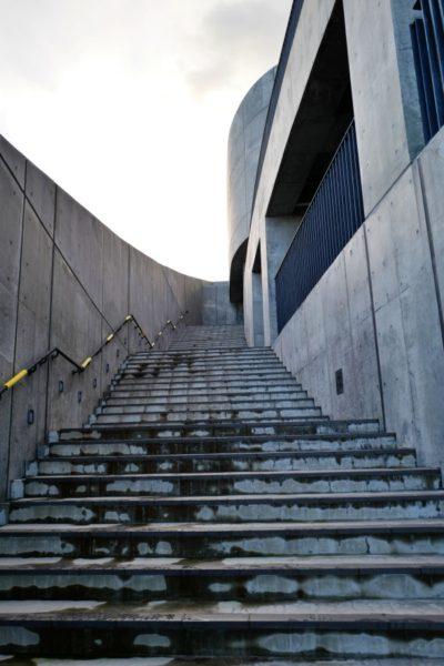 屋外からの階段。