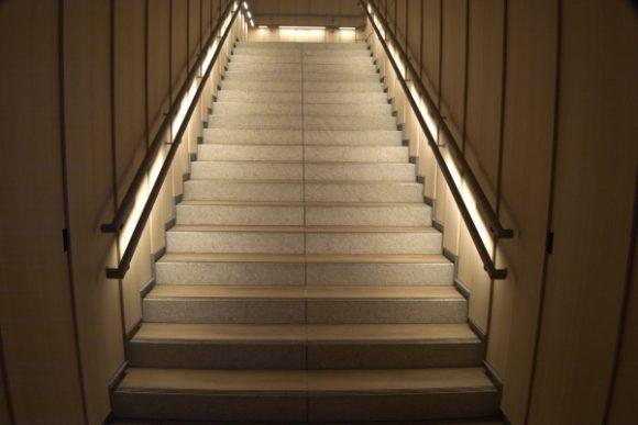 スタバへ行く階段もシャレオツ。