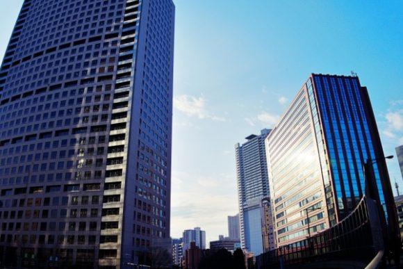 左: グランパークタワーと右:住友不動産三田ツインビル東館