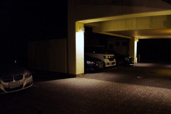 外車が目立つ駐車場