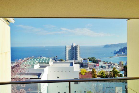 3階から見た熱海駅方面の眺め