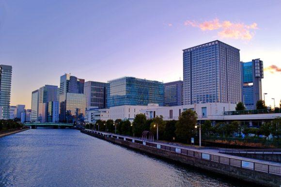 キューブボックスが並ぶ品川駅