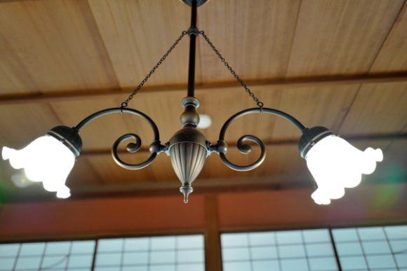 和室でもシックに見えるスズラン照明。