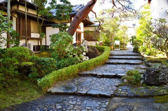 美しい石畳の道。