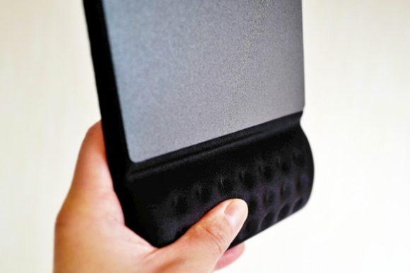 低反発ポリウレタンを採用したリストレスト部が手首に優しくフィット。