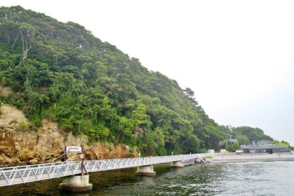 フェリーで猿島桟橋に降り立つ。