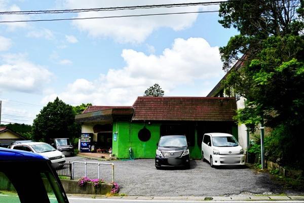 七里川温泉の駐車場の様子。
