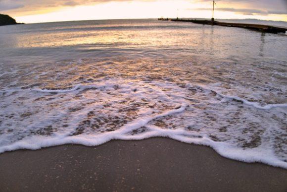 夕日が写り込む砂浜もキレイだ。