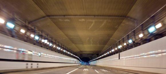 海ほたるの長いトンネル。