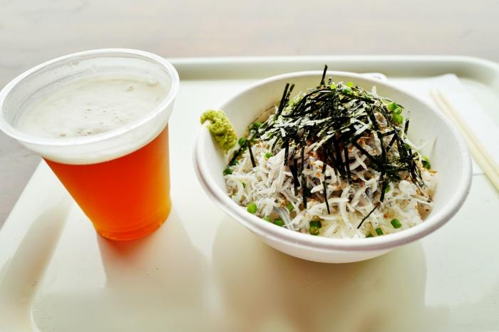 横須賀ビール(600円)とシラス丼(1200円)