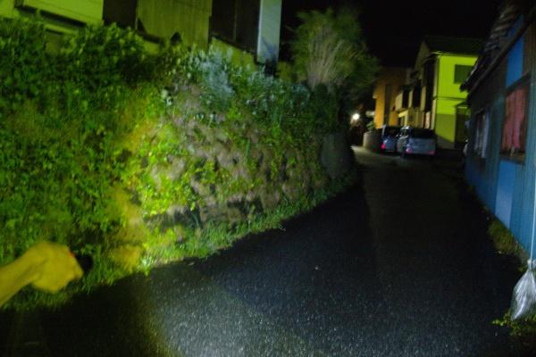 点灯後。車のヘッドライト並みに明るい。