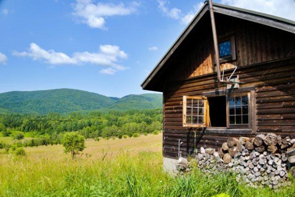 丘の上のログハウス。絵になるなぁ。