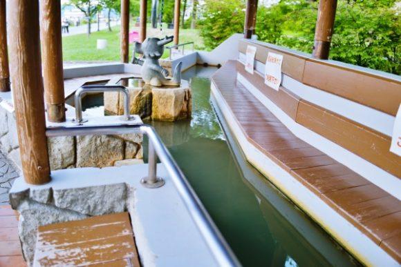 洞爺湖を見ながら足湯に浸かれる。極楽~。