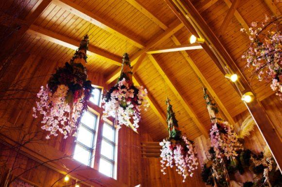 天井が高く開放的な屋内です。雰囲気もいい。