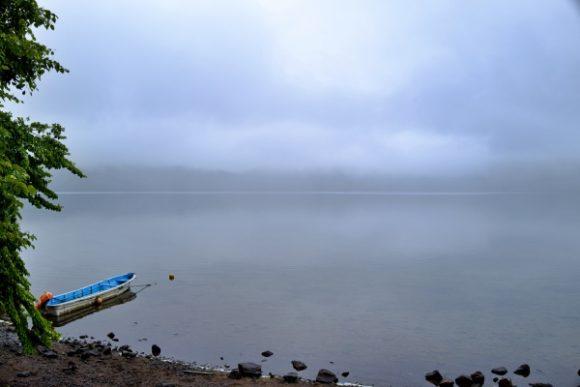 あまりフレンドリーではない湖のようです。ある意味神秘的だ。