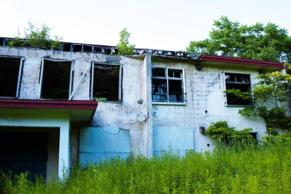 空虚な印象を受ける廃墟です。