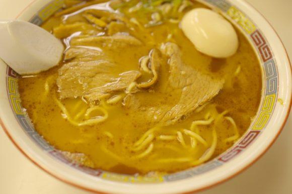 濃厚で奥深い味だ。豚骨とアジ節のWスープ。