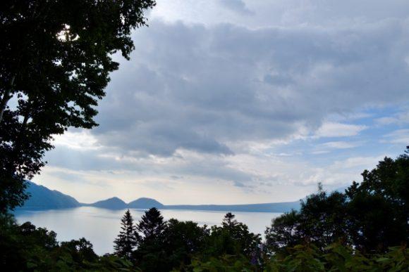ポロピナイ展望台からも少しだけ支笏湖が見えます。