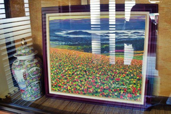 おそらく北海道の花畑かな?良い絵です。