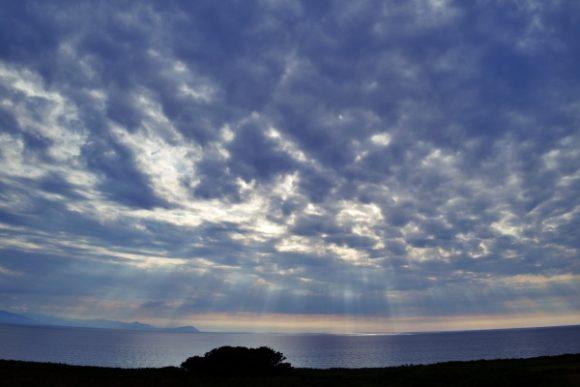 嶺泊展望パーキングから小樽方面を眺める。後光が素晴らしい!16:23撮影