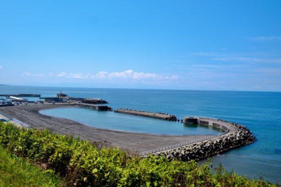 厚田港、海水浴場が見渡せる。
