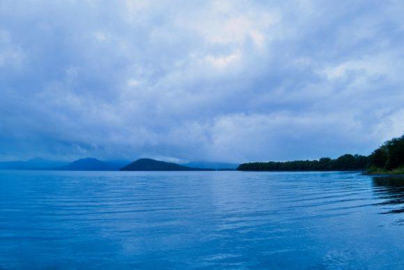 湖面が風で揺れます。クッシーはいないみたい。