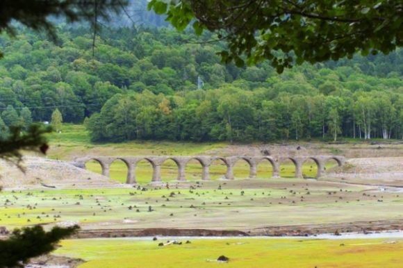 タウシュベツ川橋梁をズームイン。近くまで行きたい!