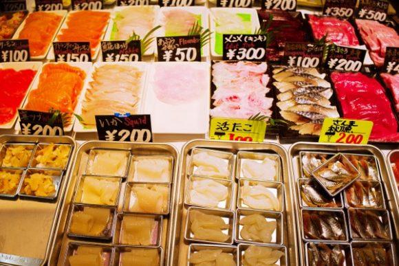 タコ、サーモン、サバ、エビ、いくら、鯨、サンマ、キンメ、イカ、ソイ…、ウニが500円で一番高かった気がする。