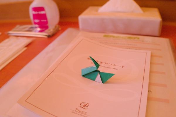 デスクの上にはクッシーの折り紙?