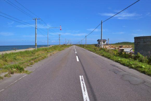 地平線までまっすぐな道だ。