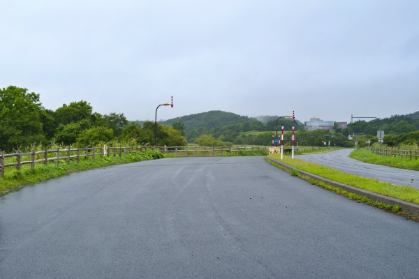MGロード駐車場。奥に霧多布湿原センターが見える。