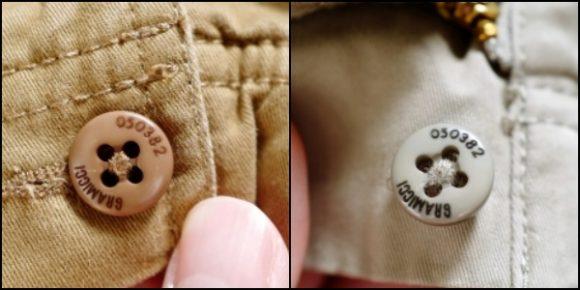 パンツに使用されているボタンは同じデザインだ。