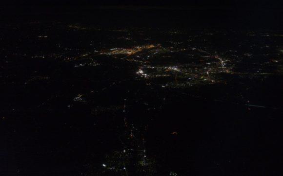 夕暮れと比べると完全な闇だ。