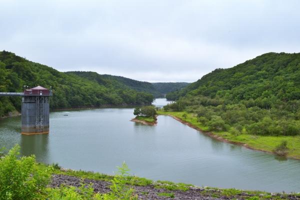 静かで落ち着いたえにわ湖。