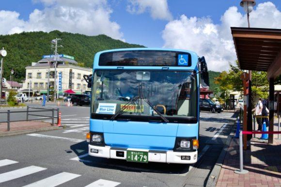 わかりやすいブルーラインのバス。Suicaも使える。