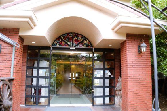 ホテル入り口の様子。